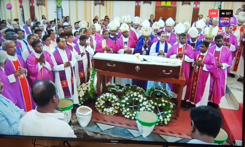 Photo #1 - India - Otta Nottathil - funeral_archbishop_viruthakulangara